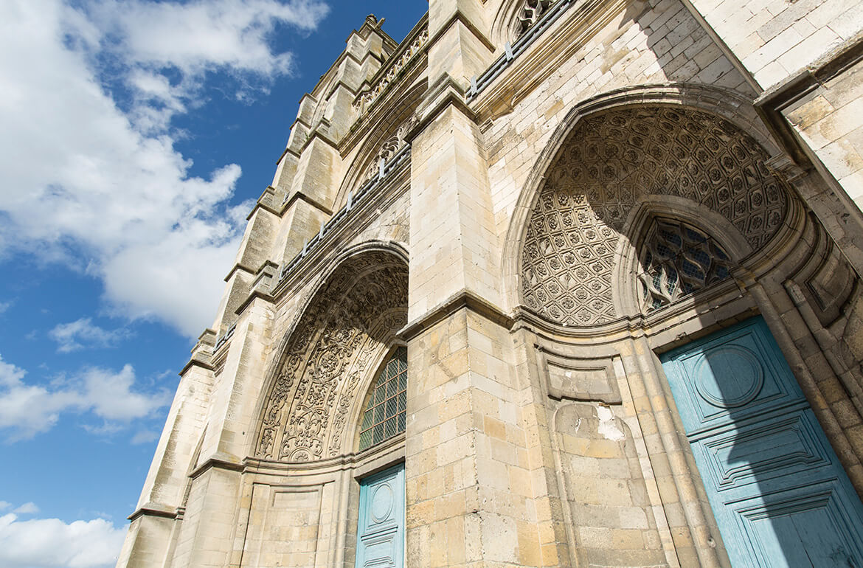 Extérieur de l'Abbatiale Saint-Pierre
