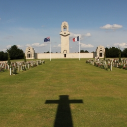Mémorial Villers-Bretonneux 250x250